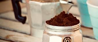 café en poudre dans cafetière