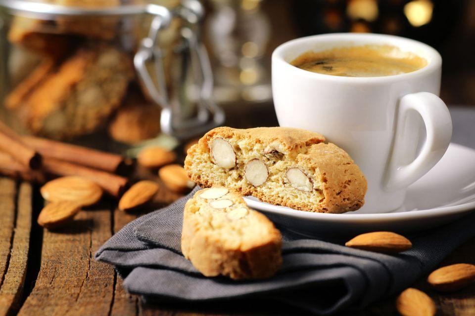 café + biscuit aux amandes